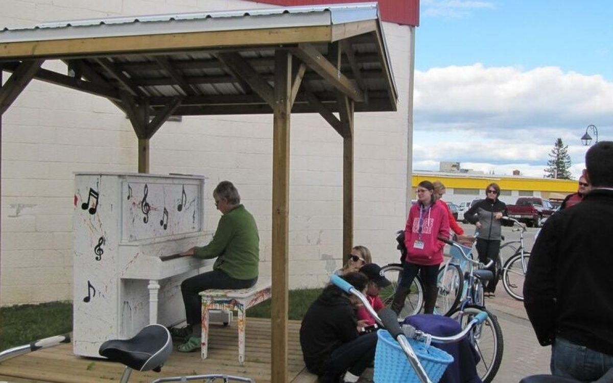Pop-Up Pianos